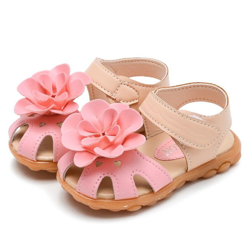 Sepatu anak-anak, 2018 gadis musim panas sandal, Pu kulit bunga busana anak-anak putri datar kaki tertutup lembut balita sepatu ...
