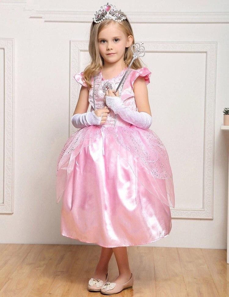 Los niños de color rosa desgaste del funcionamiento del vestido ...