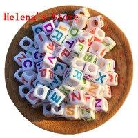 Gratis Verzending 1900 Stks/partij Gemengde AZ Letters Kleurrijke Kubus Alfabet Kralen Groot Gat 7*7 MM Plastic Vierkante Alfabet Initial Kralen