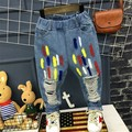 Дети рваные джинсы брюки и брюки 2017 Корейский мальчик разведчик new kids прилив окрашены детские брюки бесплатная доставка