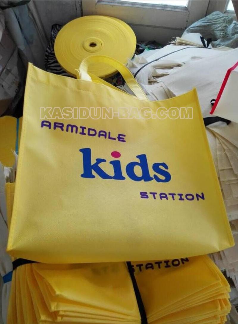 three colors logo shopping bag
