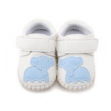 Delebao New Arrival Spring / Autumn  Fashion Baby Casual Shoes Soft Sole Shallow First Walkers Toddler
