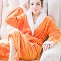 Осень и зима фланель ночная рубашка дамы Корейских мужчин и женщины коралловых бархатной халаты толстый длинный отрезок из дома пижамы