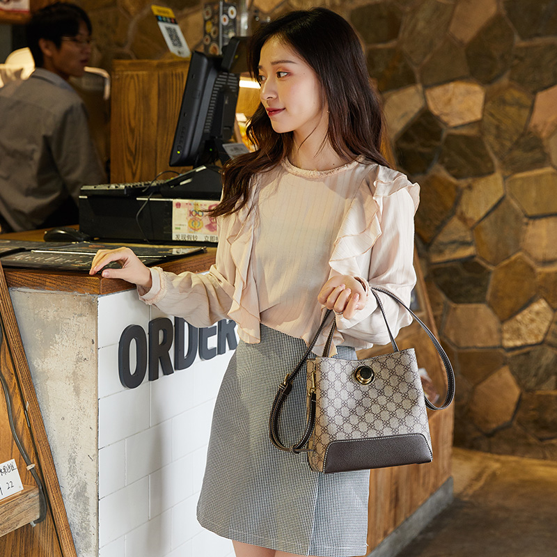 2019 Brand Women Fashion Shoulder Bags High Quality Handbag Casual Large Capacity Tote Female Vintage PU Leather Crossbody bag in Top Handle Bags from Luggage Bags