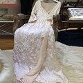 Зимой Во Всем Вышивания Королевский Принцесса Ночная Рубашка женская Длинный Бархатный Linging Ночной Халат Бежевый и Розовый Пижамы