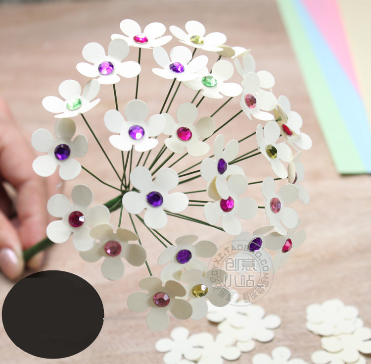 Easy Circle-Punch Paper Flowers | 735x750