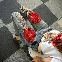 Танцы крылья Европейский модные тонкие джинсовые штаны Винтаж красные розы Блёстки Для женщин рваные узкие зауженные джинсы Мотобрюки