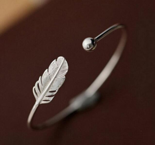 प्रेमी उपहार के लिए Jisensp रोमांटिक सुंदर एडजस्टेबल ओपन लीफ बैंगल्स