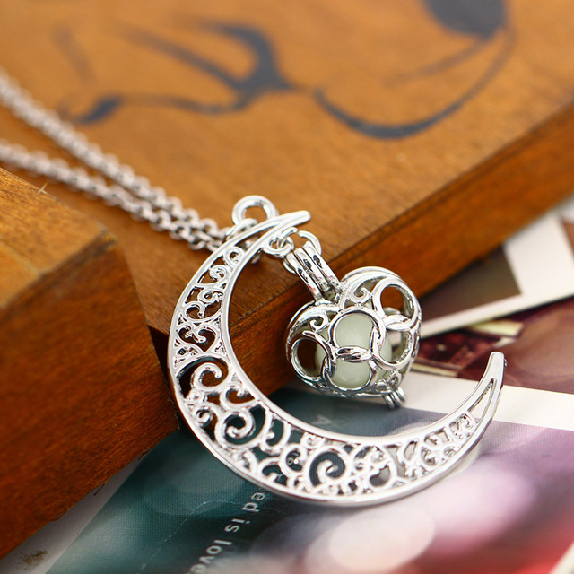 2018 Glowing In The Dark Pendant Necklaces Silver Plated Chain Necklaces Hollow Moon & Heart Choker Necklace Collares Jewelry 4