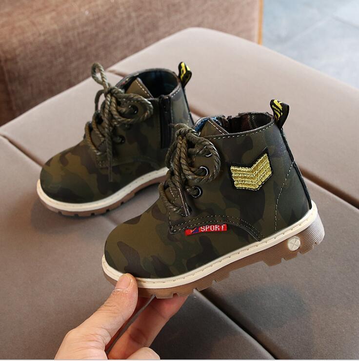 Nowe buty dla dzieci buty jesień zima botki buty dla chłopców kamuflaż PU skórzane buty dla dzieci Student krótkie dziecko maluch Boot w Buty od Matka i dzieci na