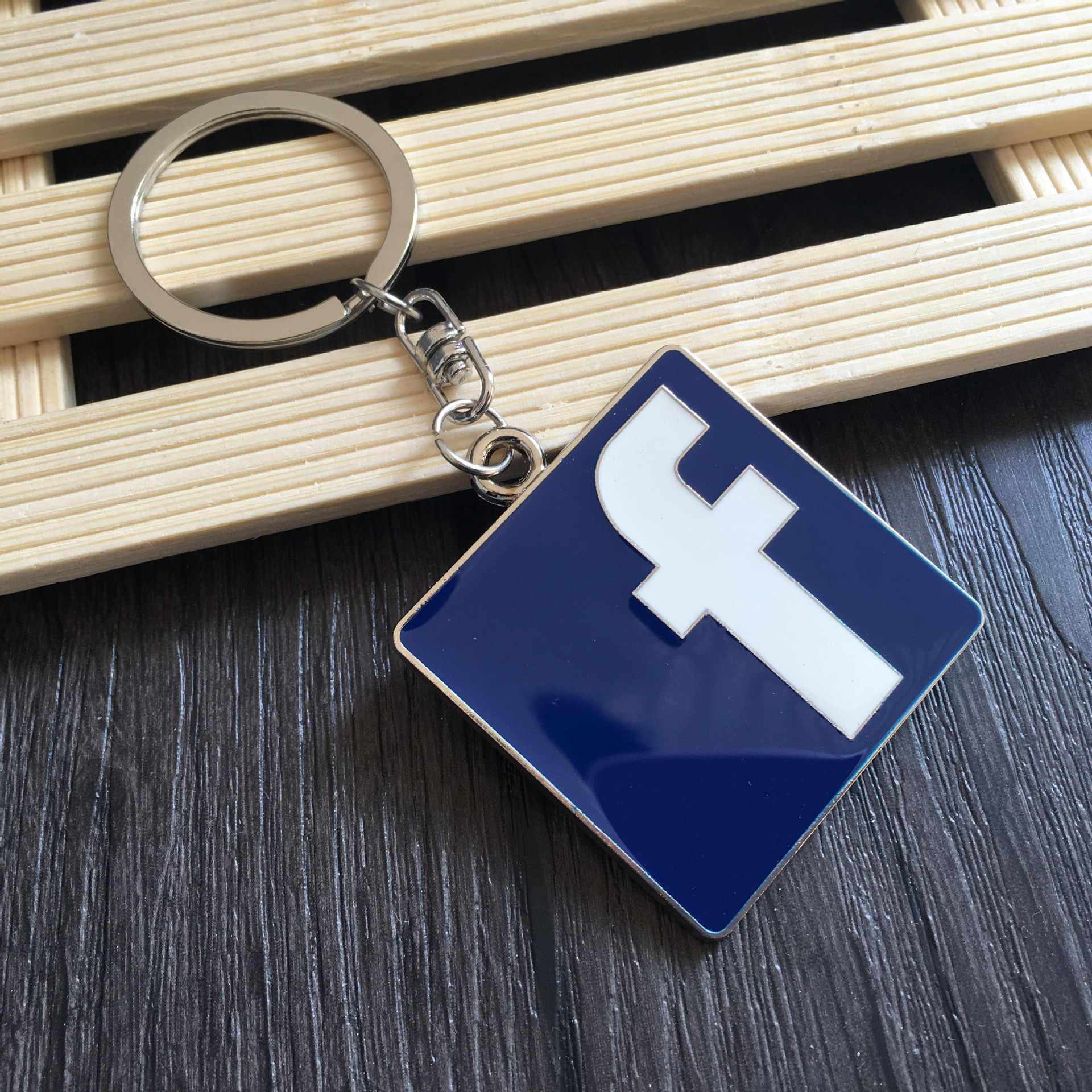 Facebook WhatsApp Badge Car <font><b>styling</b></font> Keychain For <font><b>Volvo</b></font> S60 XC90 V40 V70 <font><b>V50</b></font> V60 S40 S80 XC60 Nissan Qashqai X-TRAIL Juke image
