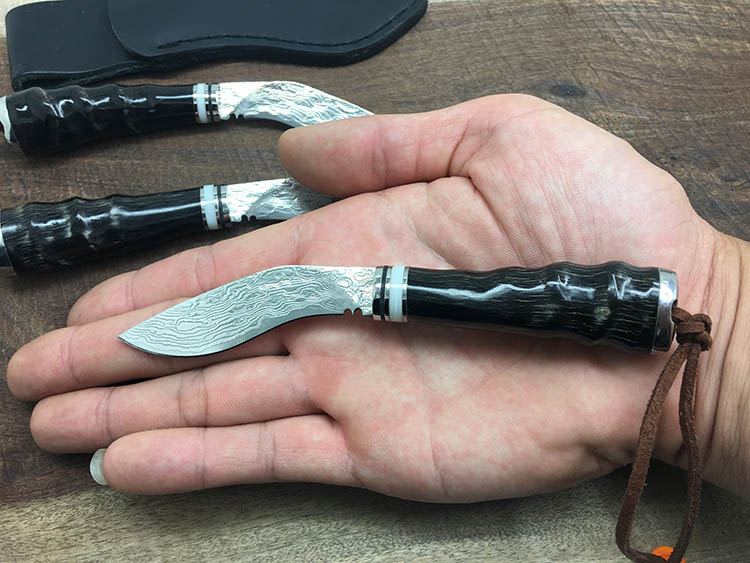 ФОТО WEI-64# Damascus Wootz Steel Knife Survival Camping Knife Corrugated Steel Hunting Straight Knife Horn Handle Free Shipping