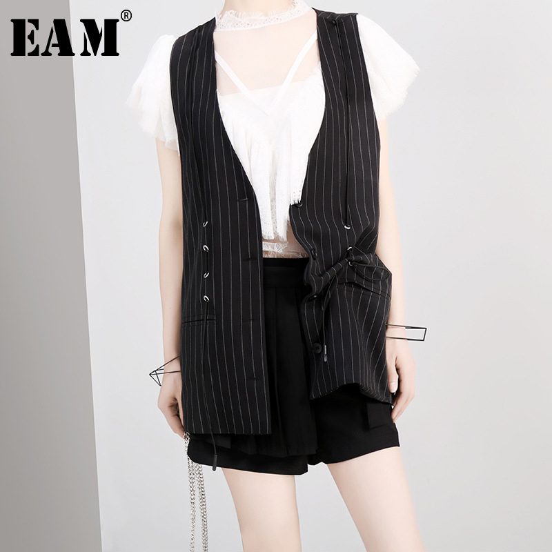 [EAM] 2019 New Spring Summer V-collar Sleeveless White Tassels Hollow Out Lace Stitch Temperament Vest Women Fashion Tide JS616