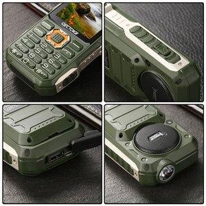 Image 5 - Tre SIM card da 2.8 pollici del telefono Shockproof 3 SIM card 3 standby del telefono mobile Cectdigi T19 Accumulatori e caricabatterie di riserva GSM Torcia Russo tastiera