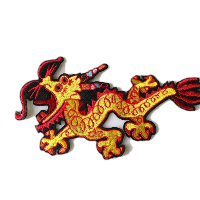 Одежда с вышивкой дракона