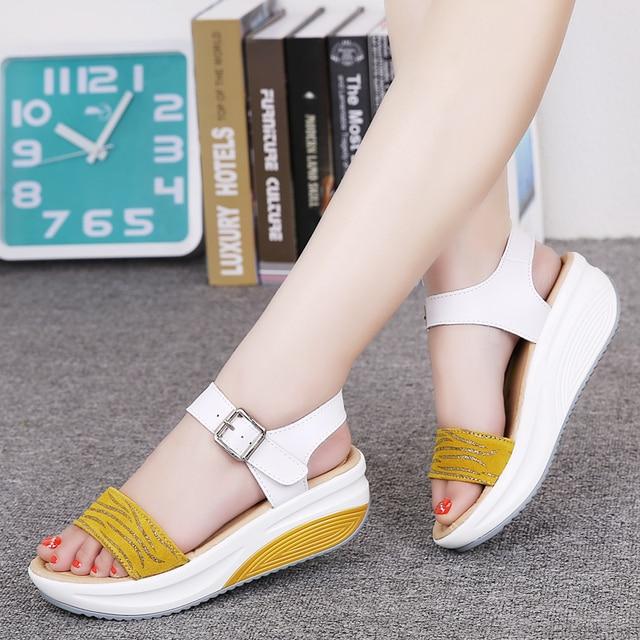 Sandales à plateforme en cuir véritable pour femmes, tongs, chaussures de plage pour dames, sandales à talons hauts dété, gladiateur, collection décontracté