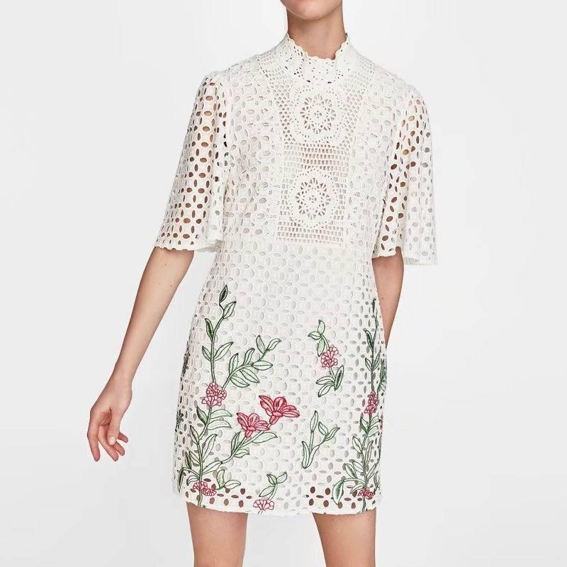 Été femmes Vintage Floral brodé robe mode blanc dentelle évider Sexy Midi pure femme à manches courtes robes