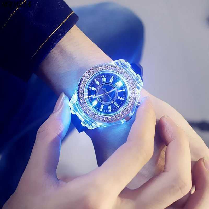 5 kleur LED Backlight Relogio Masculino Flash Lichtgevende Kristallen Quartz Trend Waterdichte Polshorloge Horloges