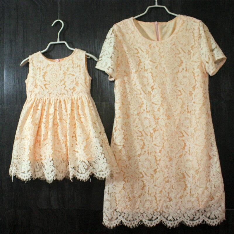 35eaab0bf8 Europejski styl amerykański krótkie Rękawy kobiety spódnice dzieci  dziewczyny holiday party dress dzieci odzież matka córka sukienki koronkowe