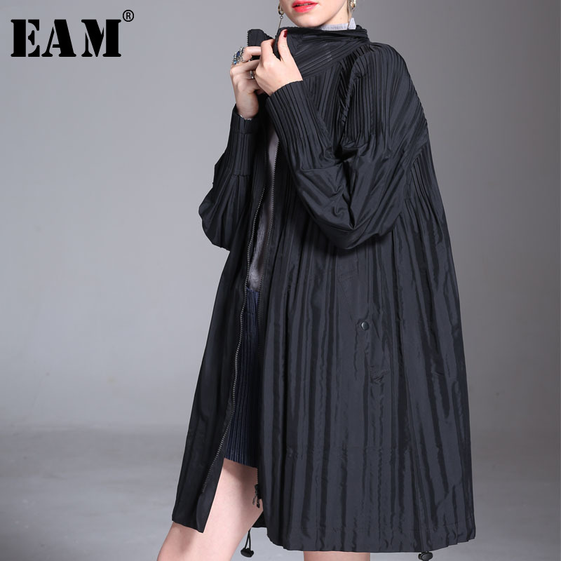 EAM 2019 New Spring Lapel Long Sleeve Black Loose Zipper Big Size Long Pleated Jacket