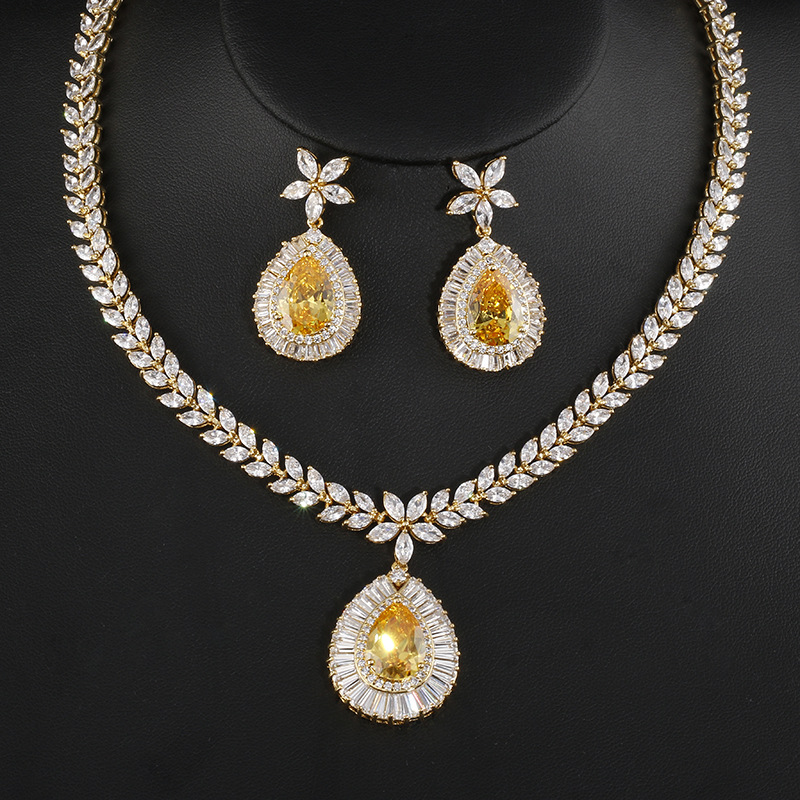 цены Fashion Jewelry Gold Color Zircon Water Drop Shape Necklace Earrings For Women Bridal Wedding Jewelry Sets