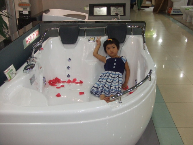 Permalink to Curve Design Fiber glass Acrylic whirlpool bathtub Hydromassage Oval Tub Nozzles Spary jets spa RS6142D