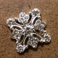 Unikalne 12 sztuk lot 20mm x 20mm srebrny lub złoty metal kryształy plac Filagree urok mody flatback przycisk akcesoria darmowa wysyłka