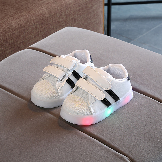 c64e689ec5a6 2018 LED lights children casual shoes glowing kids sneakers fashion infant  soft shoes baby boys and girls sports shoes 1-5 years