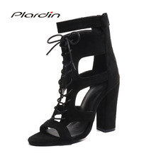 49cc43c6b Plardin Nova Verão Plus Size Mulher Sexy Peep Toe Sandálias de Salto  Quadrado Sapatos Com Tira No Tornozelo Com Uma Palavra da P..