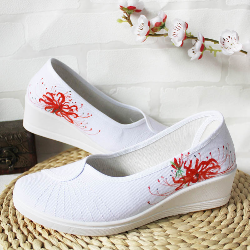 From the Chinese ancient style hand-painted shoes, suitable for Chinese style clothes, such as clothes and yarn skirts, etc.
