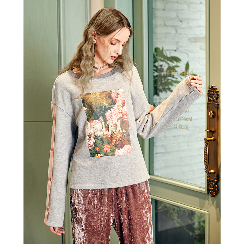 ARTKA 2018 New Women Winter Print Off Shoulder Sweatshirt Round Neck Comfortable Long sleeved Hoodies VA10582Q