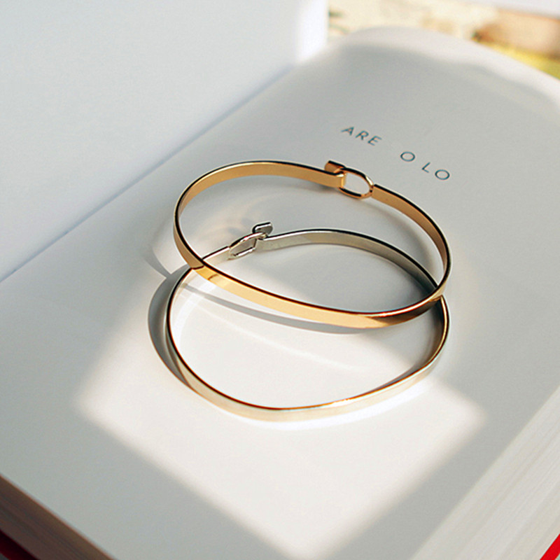 Minimalist fashion personality contracted fine gold bracelet Women s fashion beautiful bracelets free send a bracelet