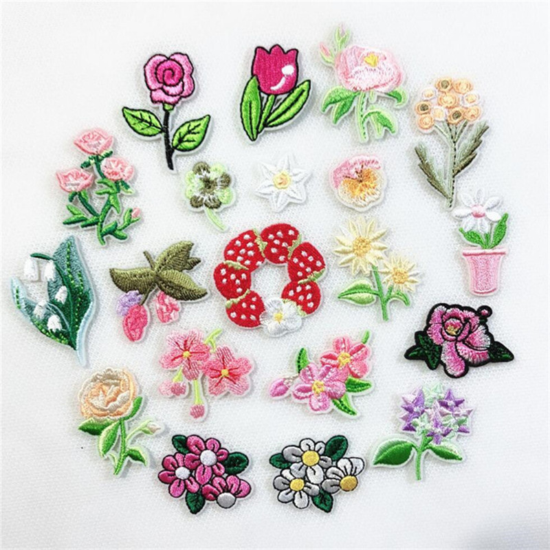 TULIP ~ PINK//WHITE RIGHT EMBROIDERED IRON ON APPLIQUE