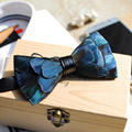 2017 Hecho A Mano Azul y Verde de Plumas Hombres Pajarita de Lujo Del Partido de Tarde de La Boda Del Novio Corbata Caja de Madera de Embalaje ML038