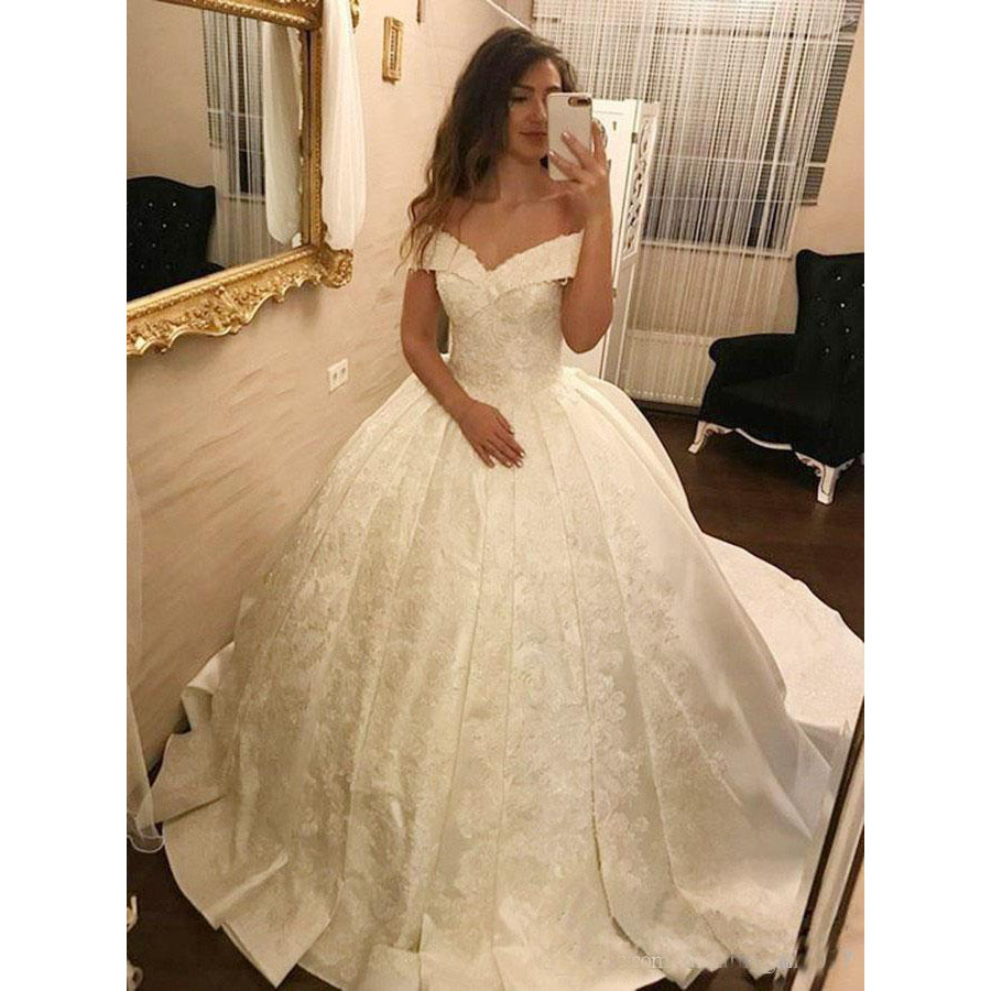 2018 Luxury Off Shoulder Ball Gown Wedding Dresses Full Lace Appliques Sweep Train Plus Size Arabic Dubai Formal Bridal Gowns