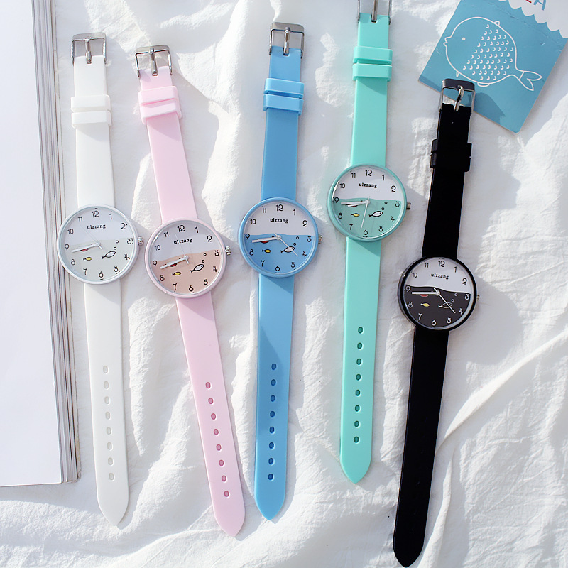 8SEASONS Silicone Multicolor Cute Swim Fish Quartz Wrist Watches Sea Round Plate Watch Trendy Simple Women Jewelry, 1 Piece