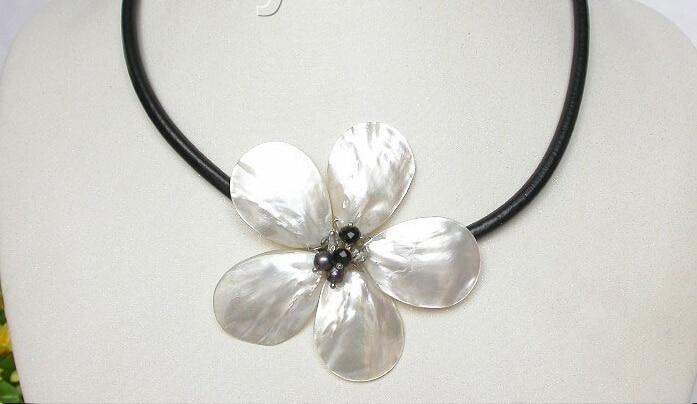 handcraft bloom white seashell black pearls choker leather necklace j8069