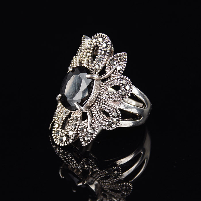 Vintage Black Synthetic Stone Ring Antique Silver Alloy Hollow Flower Boho Jewelry Romantic Wedding Ring
