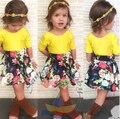 Envío libre 2015 muchachas del verano niños del juego de falda SQ198 ropa conjunto amarillo de la camiseta + falda de la flor 2 unids/set vestido de las muchachas al por menor