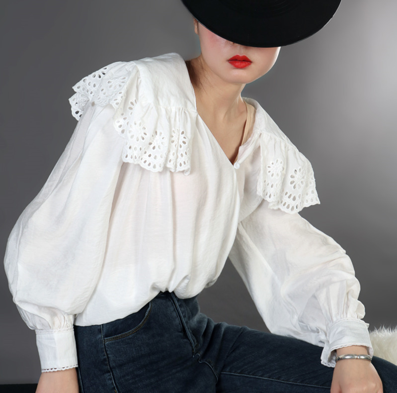 LANMREM 2019 New Fashion V Collar Hollow Lace Turn Big Collar White Shirt Female s Lantern
