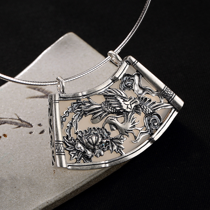 цена 2018 Real Limited Ancient Times, Phoenix Wears Peony Female Mosaic Chalk Pomegranate High-grade Clavicle Sweater Chain Pendant