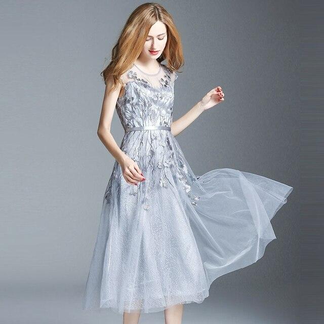 6aff97c4a982d Ilkbahar yaz pist tasarımcı bayan elbiseler gri parti olay elbise çiçek nakış  dantel alt buzağı uzunluğu