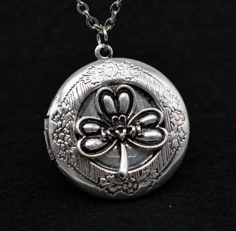 1pcs Antique Silver Shamrock Hold Hand Ring Locket With 28 Chains