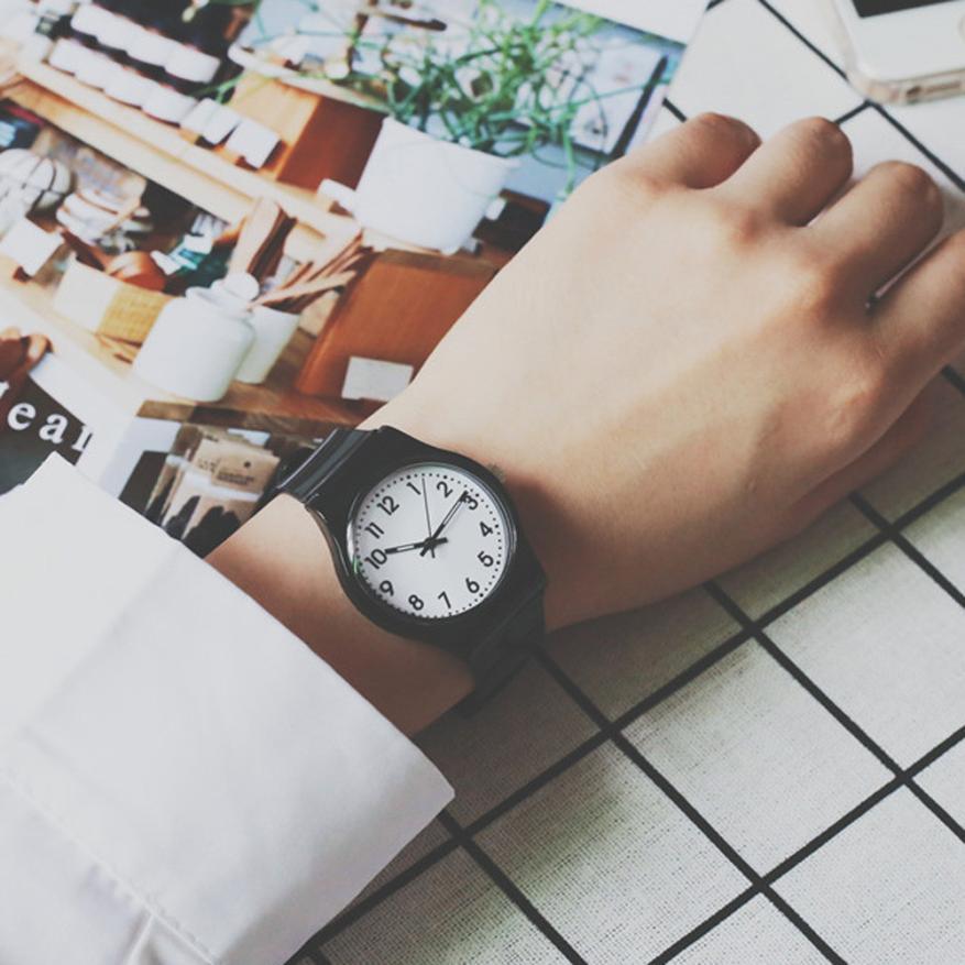 7c4838ef00adce 2017 Nieuwe Mode Eenvoudige Klassieke Jong Stijl Vriendin Horloge Kleine  Verse Zachte Meisje Horloge Leisure Horloges