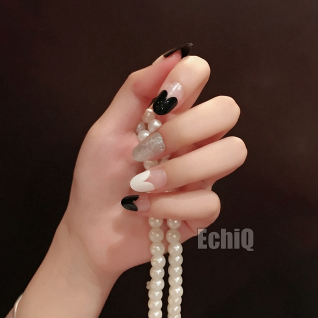 Dazzling Silver Glitter Decorations Artificial Nail Tips Black White Heart Shape Design Short Fake Pre