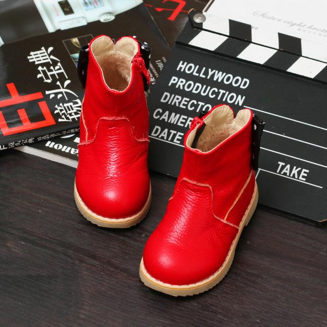 2016 nuevas muchachas del invierno de algodón botas niños de la manera impermeable caliente prewalker shoes kids bebé remache arco zapatos inferiores suaves de arranque
