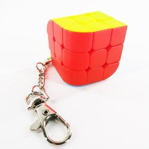 Image 2 - سلسلة مفاتيح صغيرة لعبة ألغاز المكعب السحري 2x2x2 3x3x3 أسطوانة ثلاثية السطوح لعبة تعليمية للأطفال