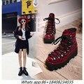 Desfile de moda Genuínos Ankle Boots Dedo Do Pé Redondo de Metal Decoração Cross-amarrado Mulheres Sapatos Baixos com 5 cm Motocicleta Rebite mulheres Botas