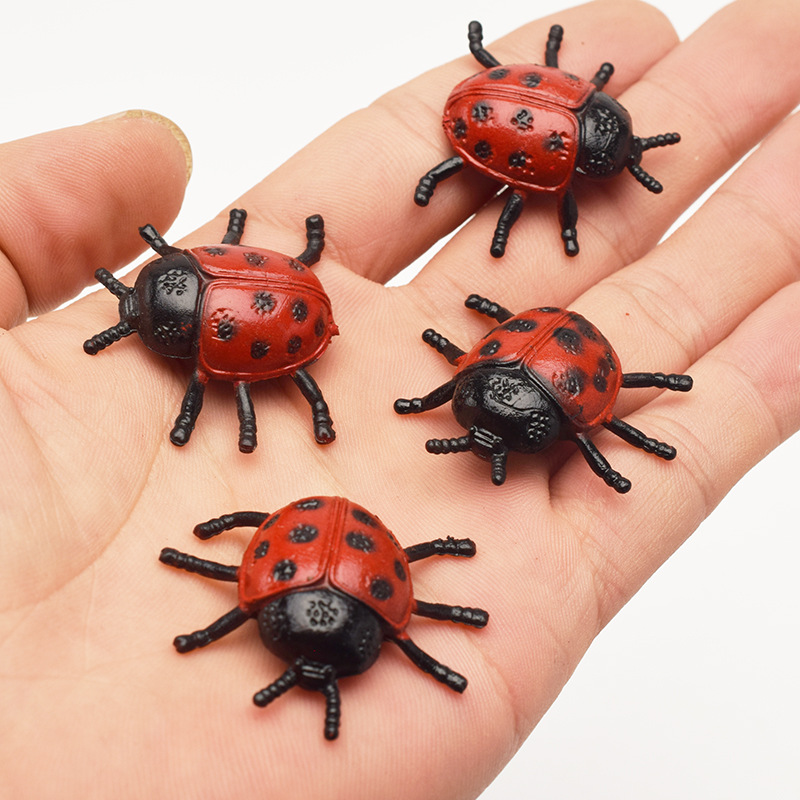 10pcs New Pattern Plastic PVC Simulation Small Insect Beetle Ladybug Model Frightening Persecute Others Toys Gift