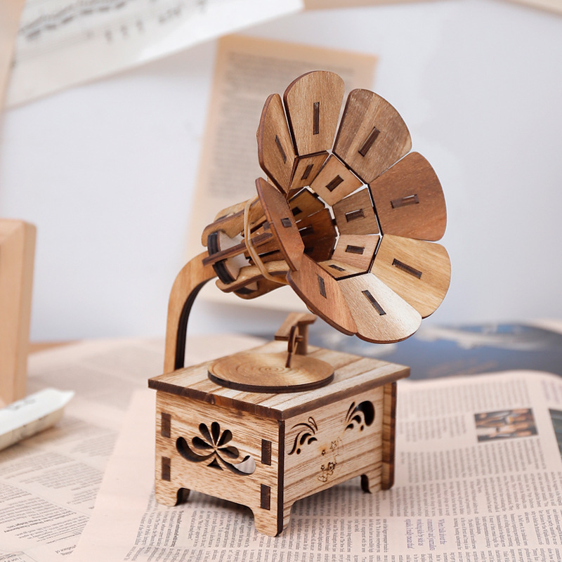 Wooden DIY Phonograph Music Box Hand Crank Music Box Boutique Home Decor Gifts Crafts Birthday Gifts Animal Music Boxes
